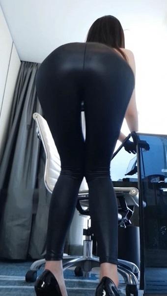 隔壁小姐姐-皮裤女秘书1V-福利好好看