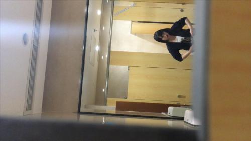 最新厕拍《高端办公楼镜子反光系列2》-福利好好看