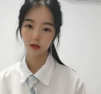 清纯牙套妹JK装诱惑视频 1V