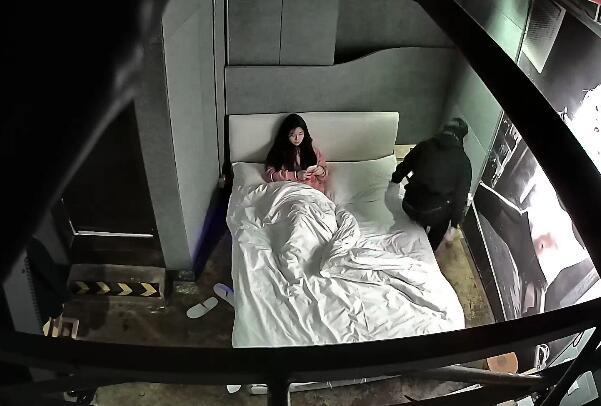 【360最新】(0113)第8弹-年轻广东情侣休息打炮-叫声比电视大
