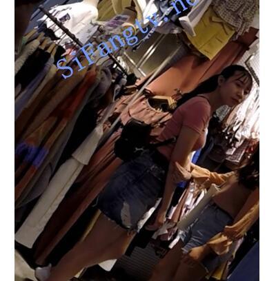 【首发极品CD】TW系列1118-牛仔裙妹憨憨看到镜头没反应过来