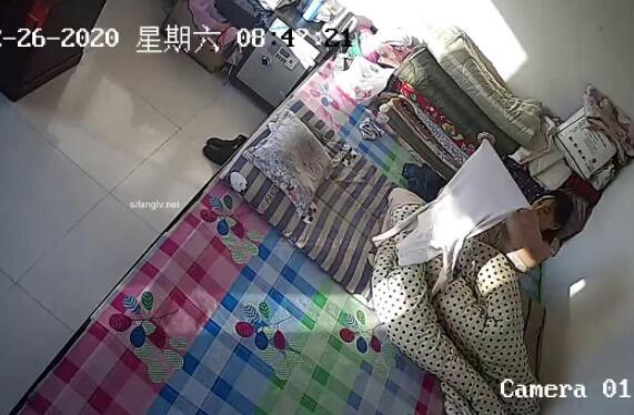 【破解摄像头】怀孕小少妇在娘家还跟父母裸睡