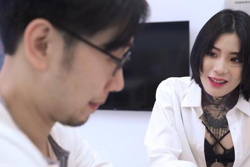 麻豆传媒映画MD0127原版 分享骚货老婆 强势调教处男晚辈[MP4/618M]