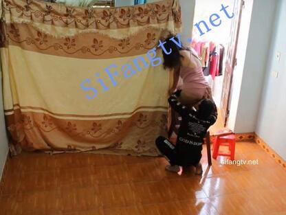 4.29 补发 YD家里装的摄像头偷拍到骚妇挂窗帘和男邻居在家乱搞起来!