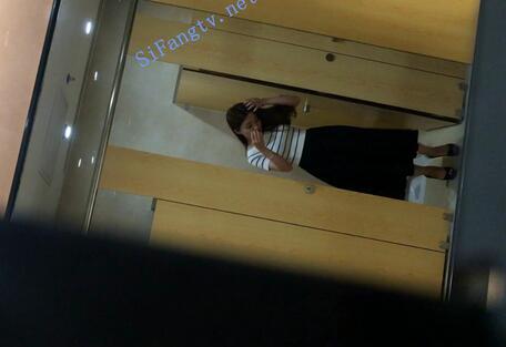 补发 最新厕拍《高端办公楼镜子反光系列2》