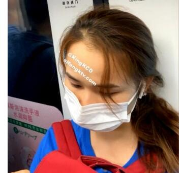 【KingK獨家CD】-N级-GZ139-地铁里专心玩手机的妹子正面抄底