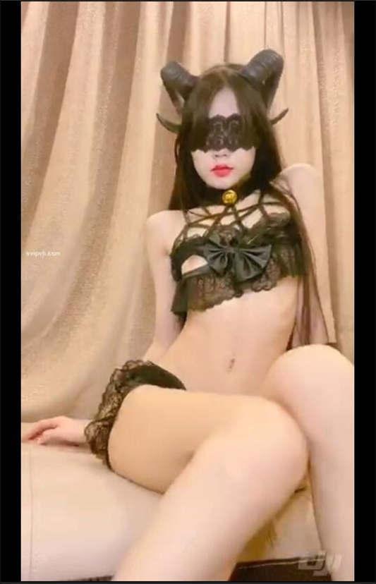 极品美少女【八月未央】之羊角魅魔[8V/581MB]