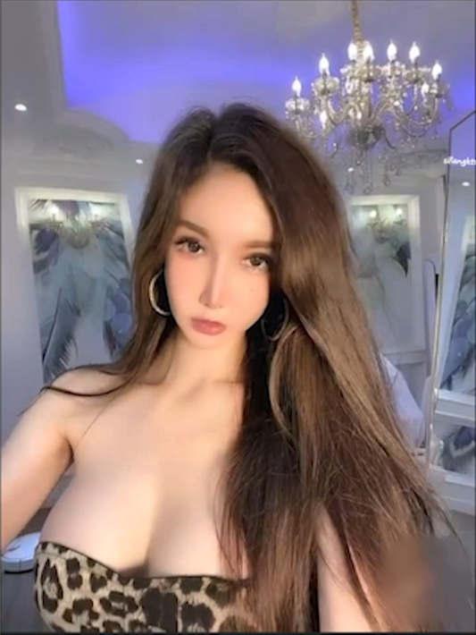 极品网红女神『陈怡曼』三点全露 完美身材 长腿高跟[1V/237MB]