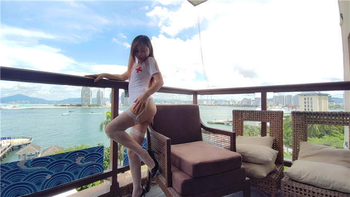 最新9月秀人网女神▌艾小青 ▌三亚凤凰岛酒店阳台露出zw[1V/1.29G]
