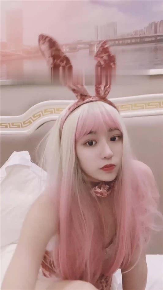 红遍全网极品91女神【不见星空】- Cospaly粉红兔女郎[2V/166MB]