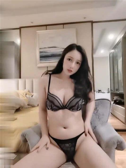 高颜值极品网红『梦菲桐香』土豪订制私拍流出[1V/1.53G]