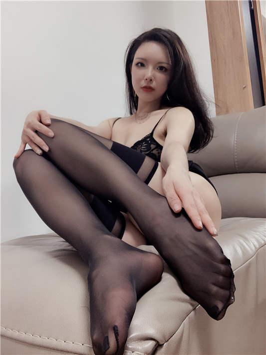 秋和柯基 - 小黑裙 [47P/248MB]