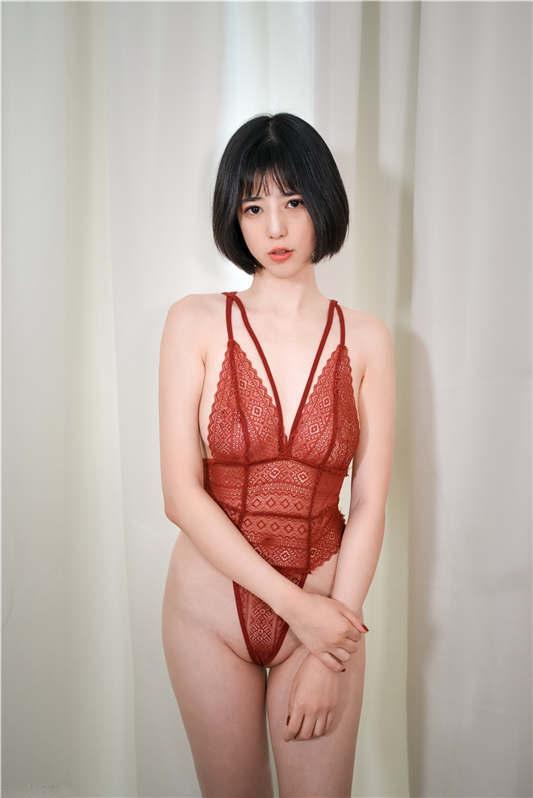 高颜值美女『谭儿』定制 - 情趣中国红[47P/1V/542MB]